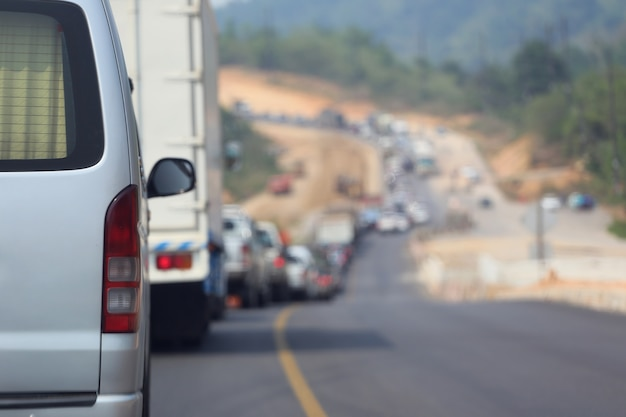 Пробка на дороге, потому что строительство рабочей дороги.