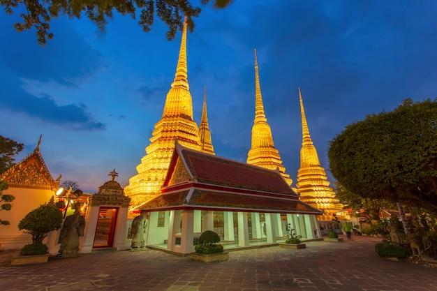 タイ、バンコクのワットポー寺院またはワットプラチェットフォン。