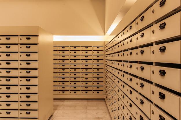 あなたの機密情報、請求書、はがき、メールなどを保管するためのロッカー木製メールボックス郵便