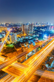 Вид сверху на скоростную автомагистраль и шоссе в бангкоке, таиланд