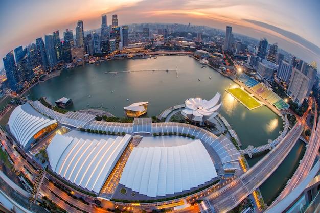 シンガポールの金融街とビジネスビルの風景。