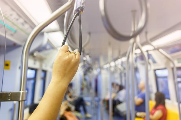 Ручка-петля в небесном поезде