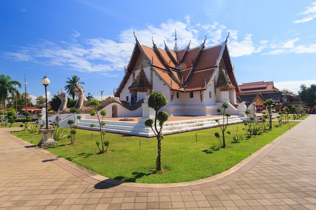 Буддийский храм ват фумин в нан, таиланд