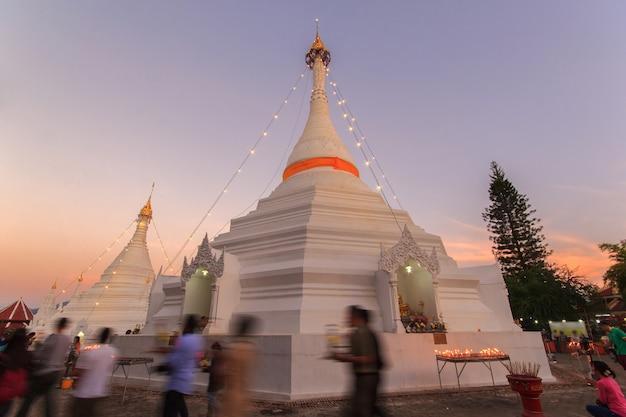 ワットプラタートドイコンムー寺院、メーホンソン、タイ。