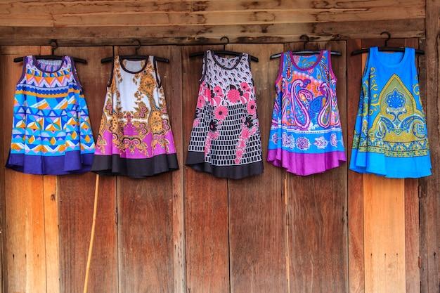 カラフルな伝統的な衣装