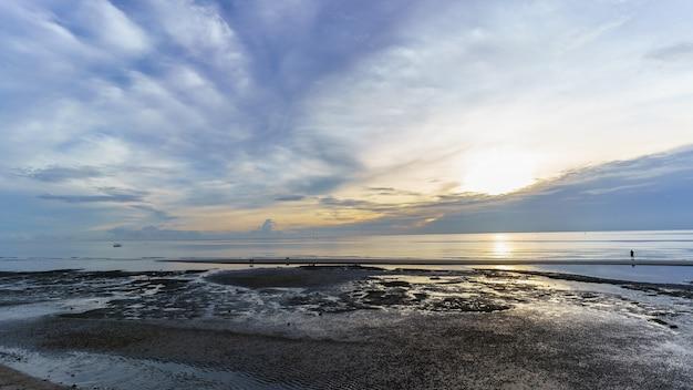 朝のホアヒンビーチ