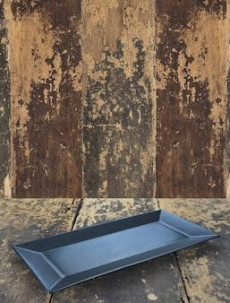 木製のテーブルの背景に空の皿のプレート