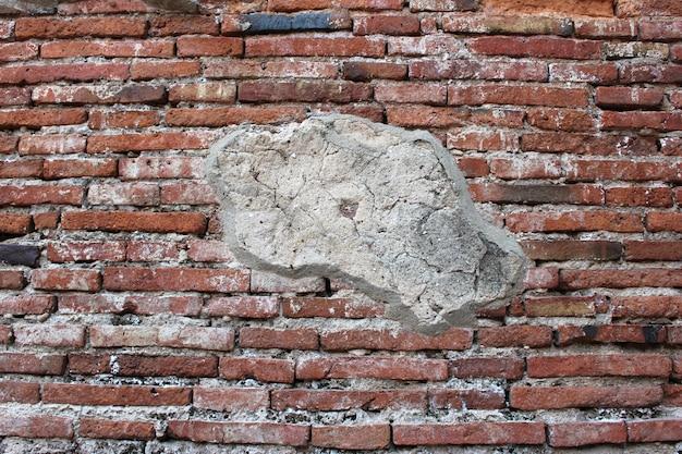 ひびの入ったコンクリートヴィンテージレンガ壁の背景