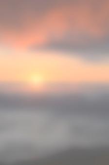 ぼやけ日の出背景、早朝の光。