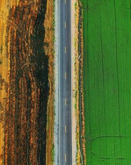 グリーンフィールド間の道路の空中平面図