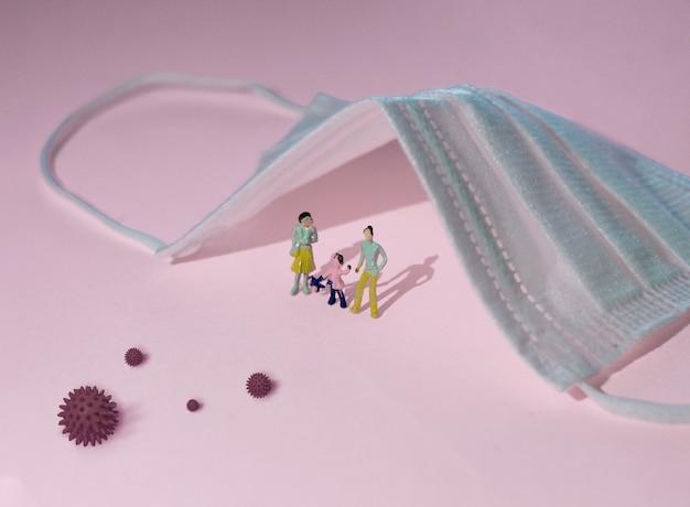 Оставайтесь дома во время эпидемии коронавируса. семья остается дома в карантине, защита от вирусов. концепция вспышки коронавируса.