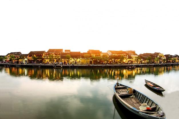ホイアン旧市街、ベトナムの美しいカラフルな夜