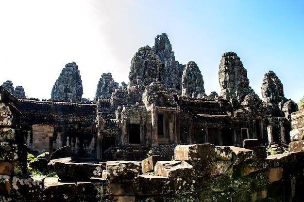 アンコールトム、アンコールワット、シェムリアップ、カンボジアのバイヨン寺院と石の顔