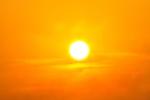 熱波暑い太陽。熱射病になります