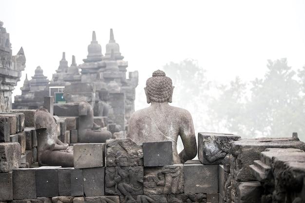 Храм боробудур, джокьякарта, остров ява, индонезия