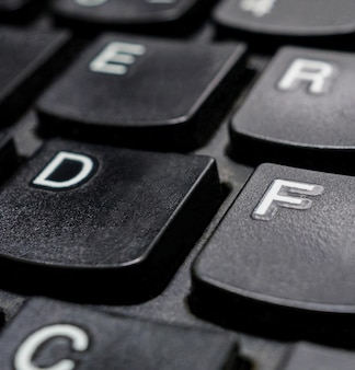 Закройте черные кнопки клавиатуры компьютера