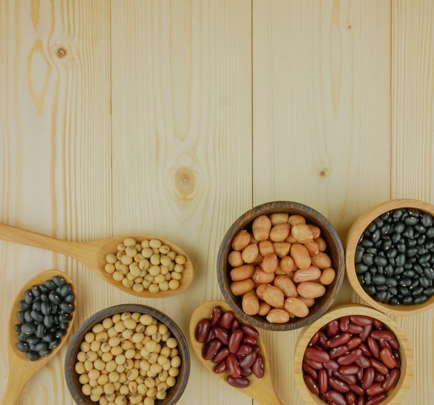 小豆大豆黒豆緑豆を含むフラットレイアウトトップビュー各種豆