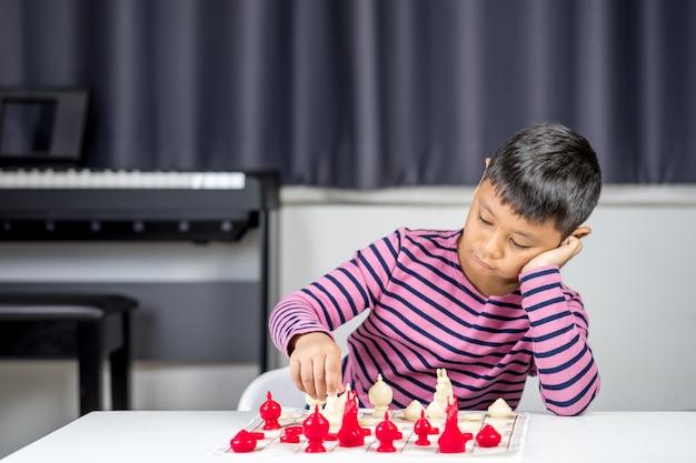 若い、アジア人、少年、部屋、チェス、遊び