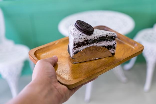 ハンの木板にケーキ