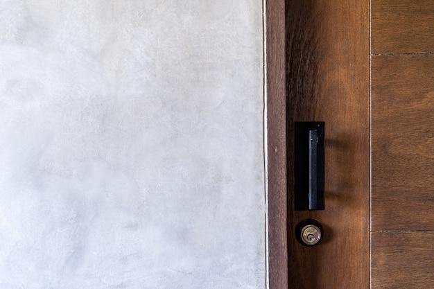 Офисный интерьер с деревянными стенами