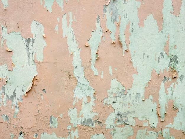 古い塗られた桃の壁の背景