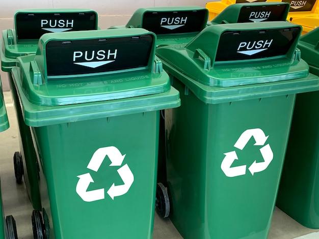 Мусорная корзина желтый синий зеленый и переработать пластиковый мусорный бак для сохранения окружающей среды