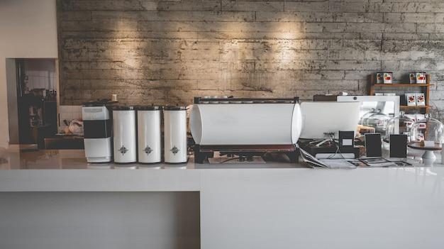 Современная кухня с кофемашинами