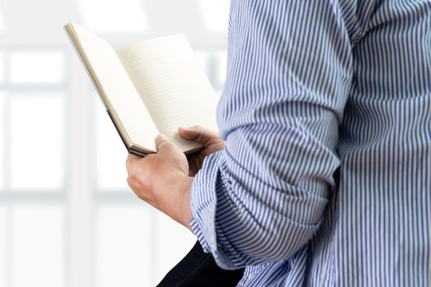 図書館学習と教育コンセプトの学生読書