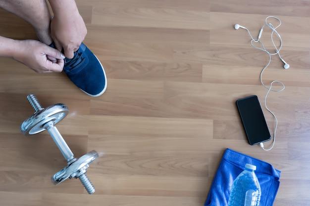 フィットネス運動のコンセプト、運動前のトップビューまたはフィットネスジムでの運動