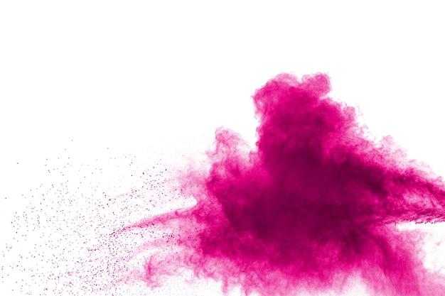 白い背景に抽象的なピンクの粉の爆発。ピンクのほこりの動きを凍らせます。