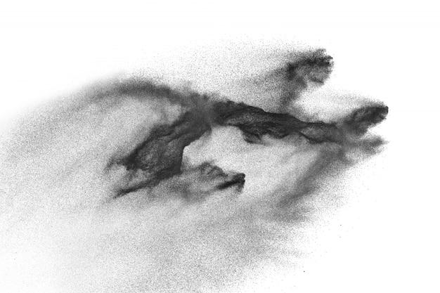 白い背景に黒い粉の爆発。黒い塵が飛び散る