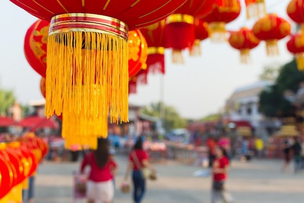 新年のお祝いの中国のランタンの季節。装飾的な吊り下げ式中国のランタンランプ。