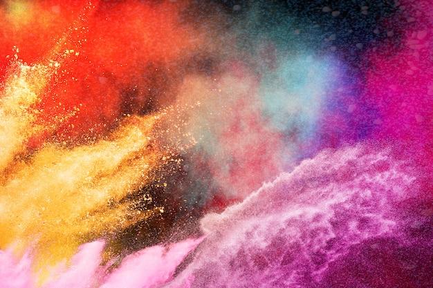 ハッピーホーリーパウダーのためのカラフルな爆発。カラーパウダー爆発の背景。