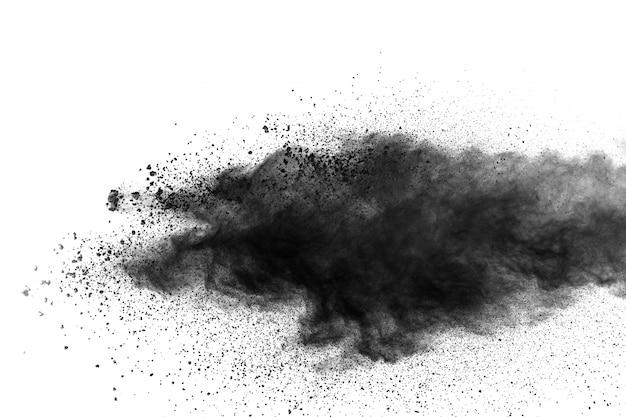 Черные частицы брызги на белом фоне. взрыв пыли черного порошка.