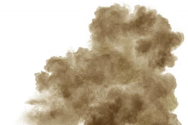 白地に茶色の煙。茶色の塵埃粒子が空気中に吐き出されます。