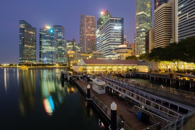 Сингапурский горизонт. вид финансового района, голубое небо утром.