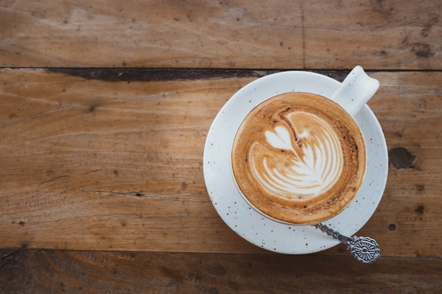 テーブルの上の朝食のためのカップコーヒー。ビンテージトーンを追加しました。