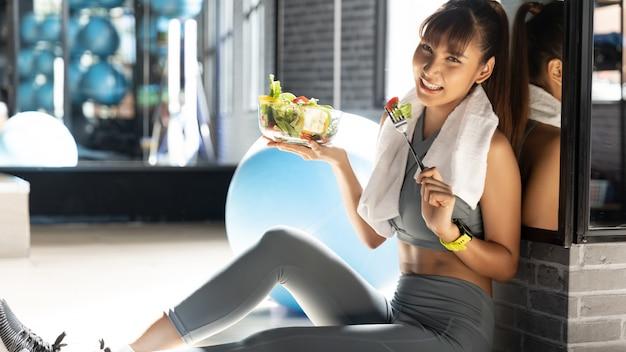 Фитнес и здоровое питание, концепция похудения