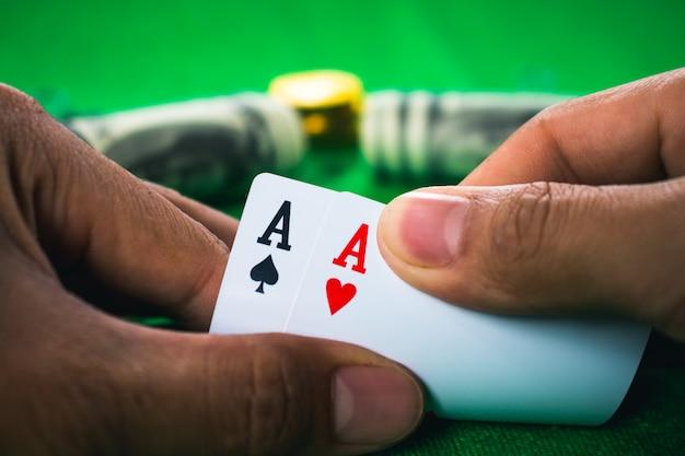 カジノでのギャンブルカードゲーム。
