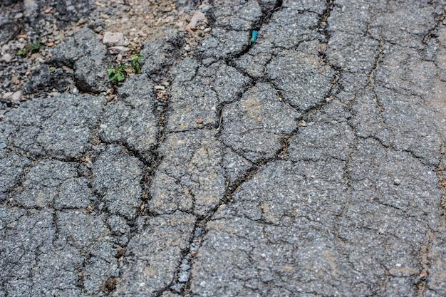 破損した壊れた路面の質感を閉じる