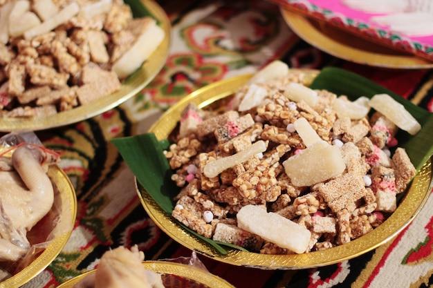 Тайский сладкий зерновой батончик из риса