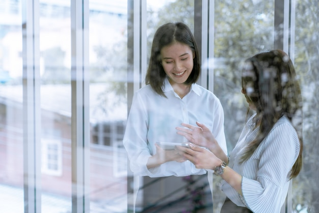 Дружба в делопроизводстве рада общению, делится мнением вместе