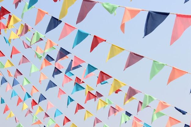 美しい色の旗三角