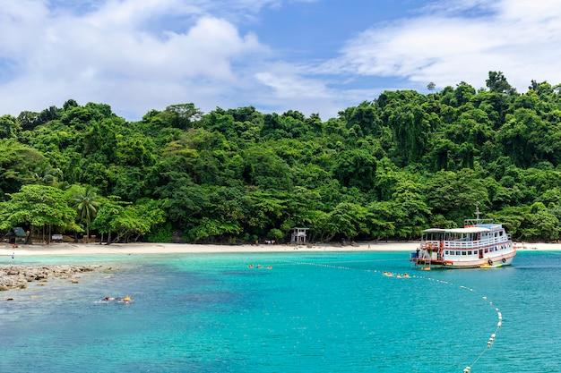 タイのサービスボートでのスキューバダイビング、チャン島トラット。