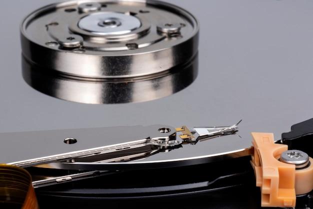 Жесткий диск содержит важную информацию. и это самая важная часть компьютеров