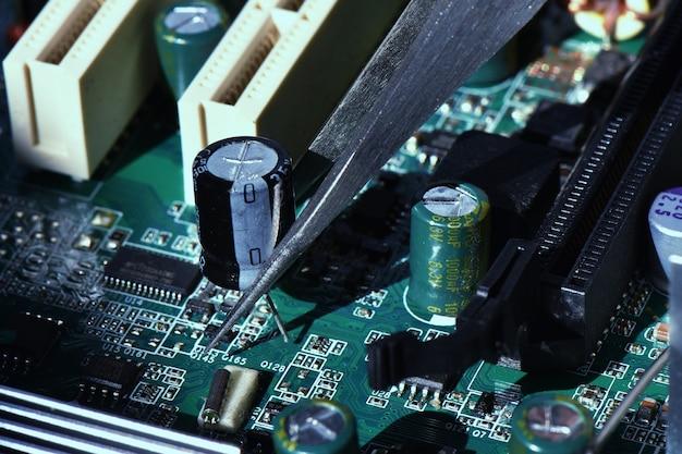 損傷した電子部品の修理