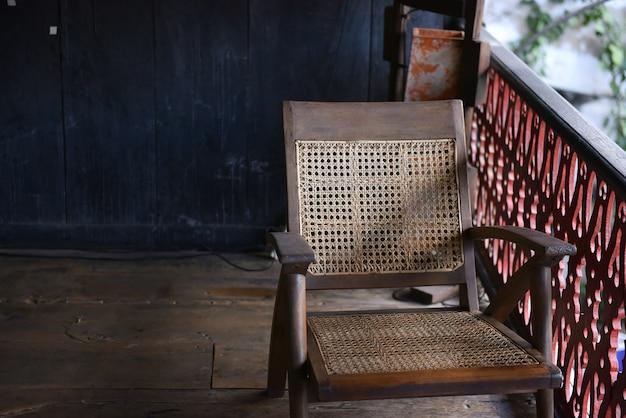 Старинный дуб старинный стул, стул места тростника с лямкой из ротанга