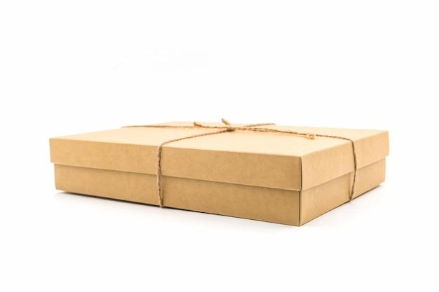Коричневая бумажная коробка