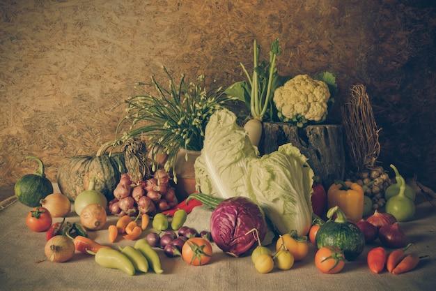 静物野菜、ハーブ、果物