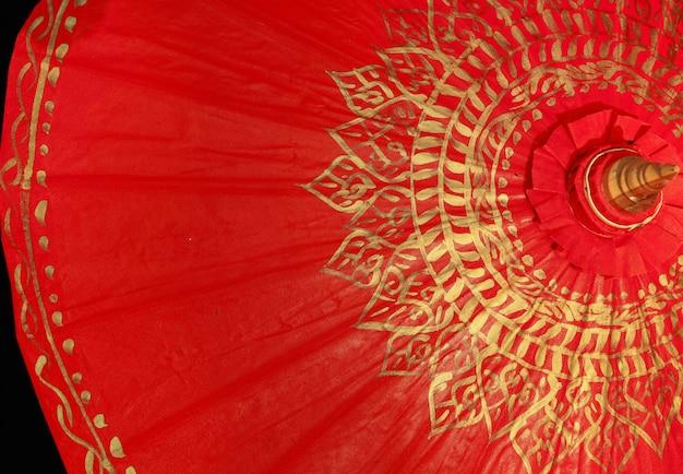 レッドゴールドの傘、チェンマイ、タイ